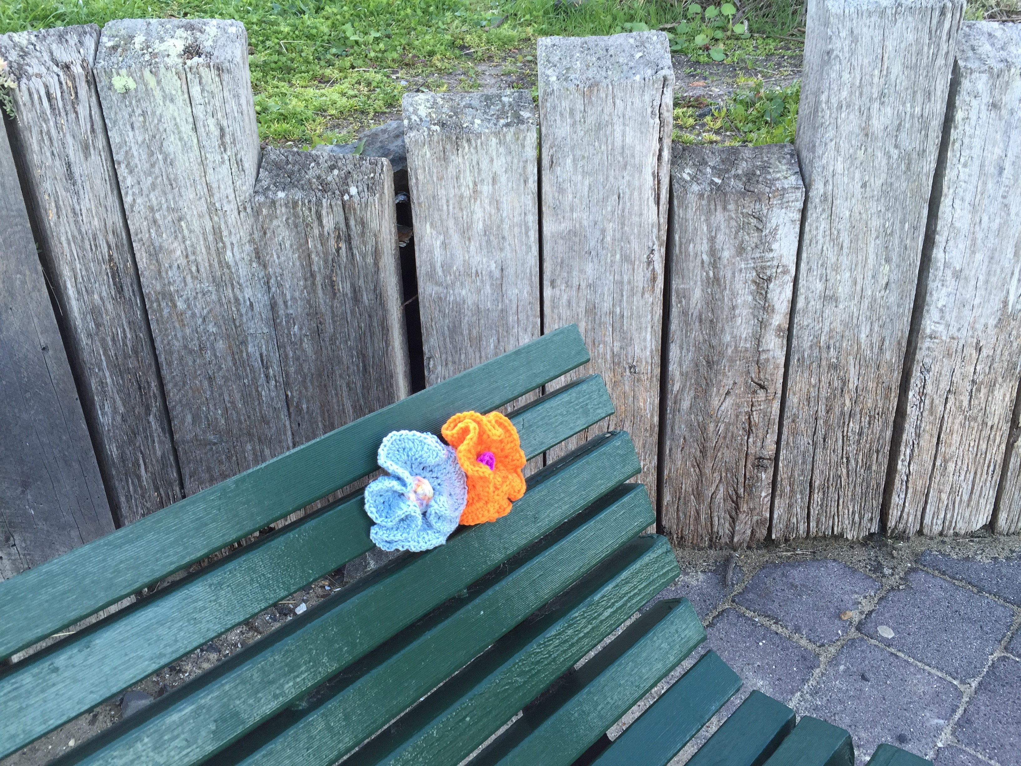 yarn bombing bench - photo #4